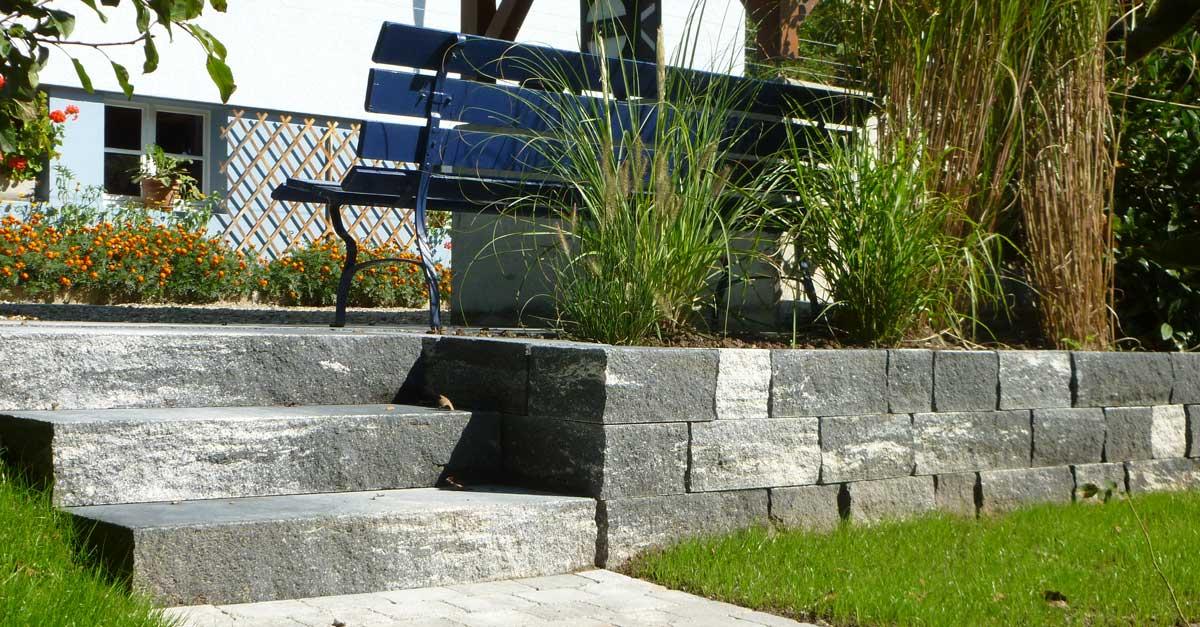 Mauerbau im Aussenbereich